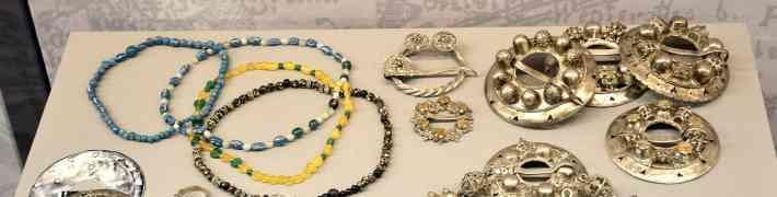 Muzejs laiž klajā arheoloģes Baibas Vaskas monogrāfiju par rotām un ornamentiem