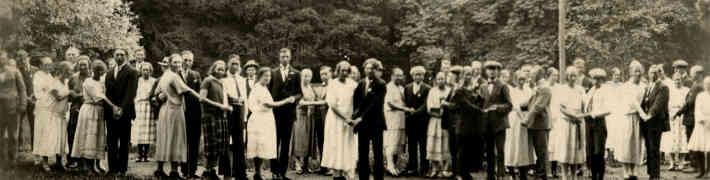 "Virtuālā izstāde ""Zaļumballes Latvijā 20. gs. 20.-30. gados"""